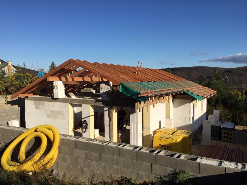 Stavba domu na kľúč alebo svojpomocne?