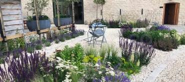 Projekty domov | Ako založiť štrkový záhon