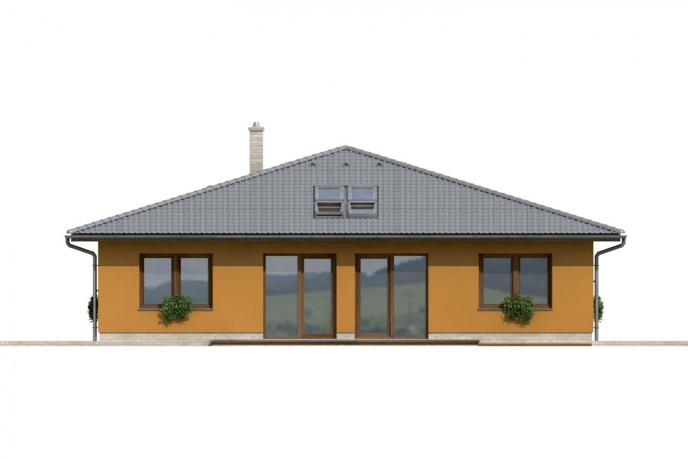 Pohľad 3. - Dom so stanovou strechou a presvetlenou obývacou izbou so strešnými oknami.