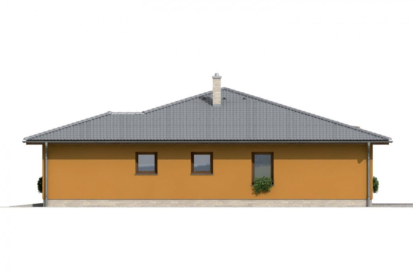 Pohľad 4. - Dom so stanovou strechou a presvetlenou obývacou izbou so strešnými oknami.