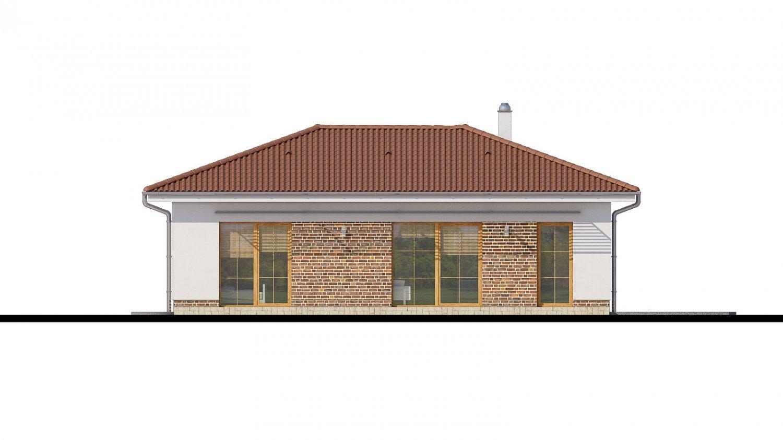 Pohľad 3. - 4- izbový bungalov s valbovou strechou a vstupom na terasu zo spálne.