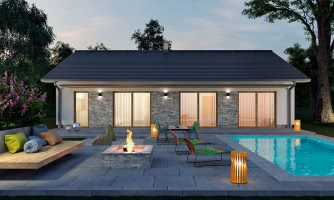 Moderný bungalov s garážou v tvare U, sedlovou strechou a s izbami orientovanými do záhrady.