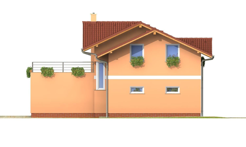 Pohľad 2. - Dom s veľkou terasou na poschodí a garážou.