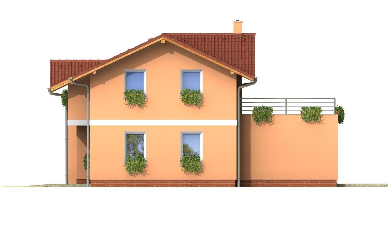Pohľad 4. - Dom s veľkou terasou na poschodí a garážou.